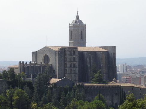 800px-Catedral_Girona_from_Montjuic